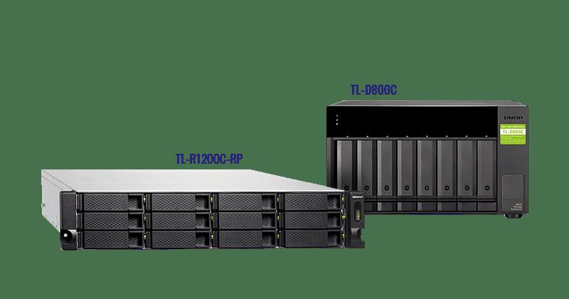 QNAP TL-R1200C-RP és TL-D800C